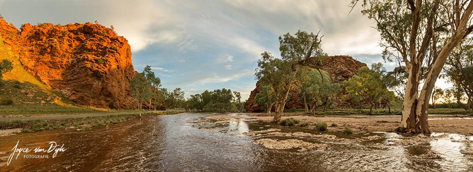 Honeymoon-Gap-river-pano