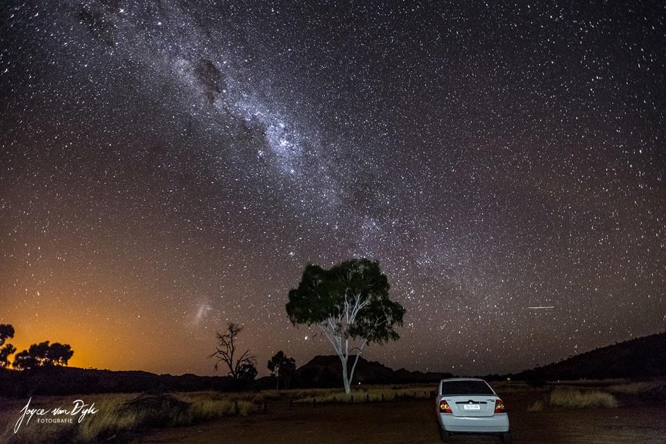 car-under-stars
