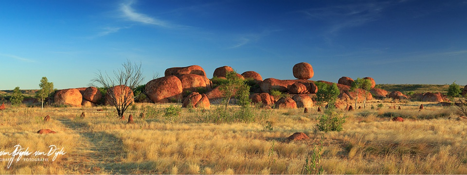 Devils-Marbles-Pano